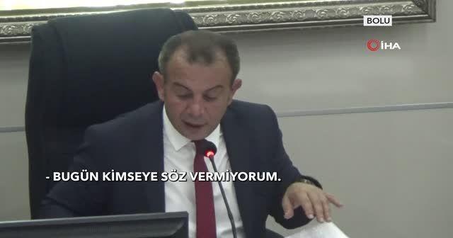 Bolu Belediye Başkanı Tanju Özcan meclis üyelerine çay fırlattı