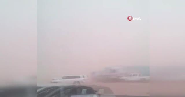 Suudi Arabistan'da kum fırtınasında zincirleme kaza