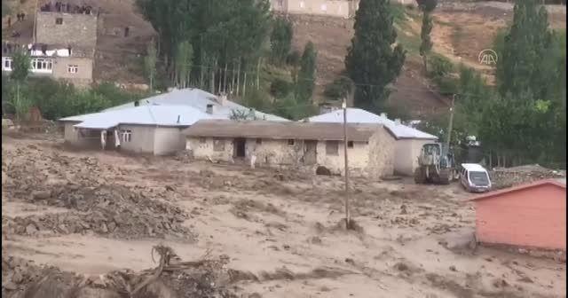 Van'da sel felaketi: Sağanak sonrası yine sel