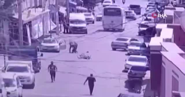 Motosikletli gencin feci ölümü kamerada