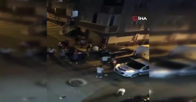 Polise sandalye ve sopalarla saldırdılar