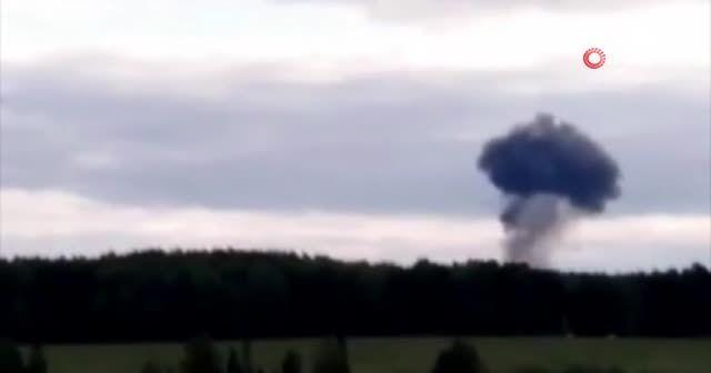 Rusya'da bakıma giden Su-24 tipi uçak düştü
