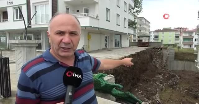 Sağanak yağış 5 katlı apartmanın istinat duvarını yıktı