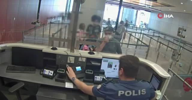 Aranan FETÖ üyesi havalimanında yakalandı