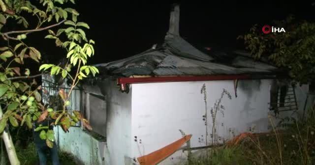 Aynı aileden 4 kişinin hayatını kaybettiği yangın anı kamerada
