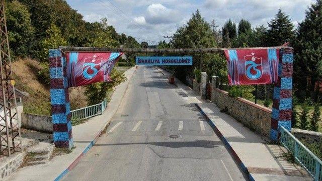 Beykoz'daki muhtar mahalleyi bordo maviye bürüdü