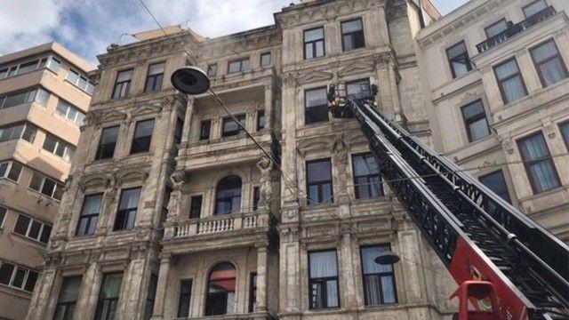 Beyoğlu' Asmalı Mescit'te korkutan yangın