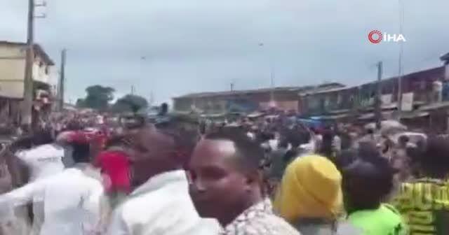 Gine'de darbe: Halk sokaklarda kutlama yaptı