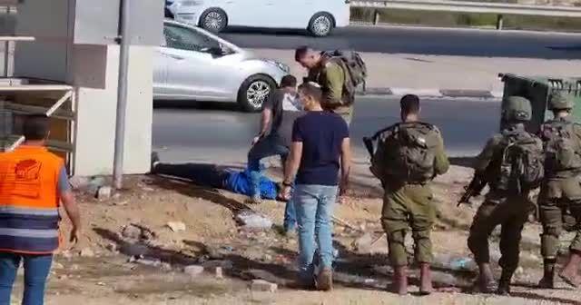 İşgalci İsrail Filistinli genci yaraladı sağlık ekibini yaklaştırmadı