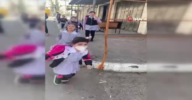 İşgalci İsrail okullara gaz bombası attı: Çocuklar boğulma tehlikesi geçirdi
