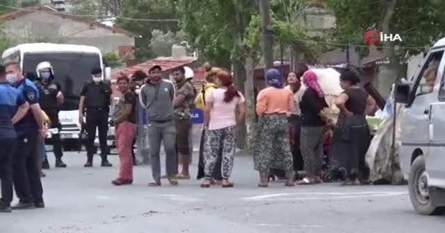 Kaçak barakalarının yıkılışını alkış tutarak kutladılar