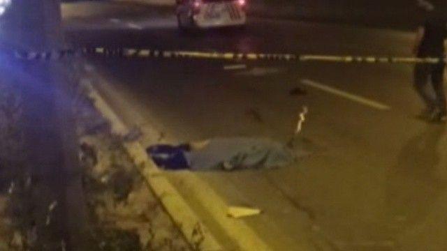 Sürücüleri uyarmak için çıktığı yolda 2 araba çarptı