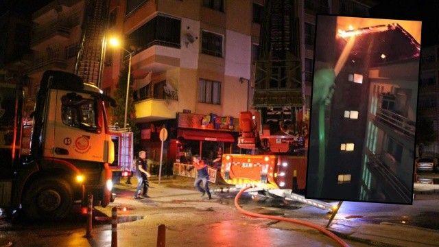 Yanan binaya karşı balkondan hortumla müdahale