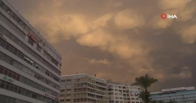 İzmir'deki fırtına beton blokları yerinde söktü
