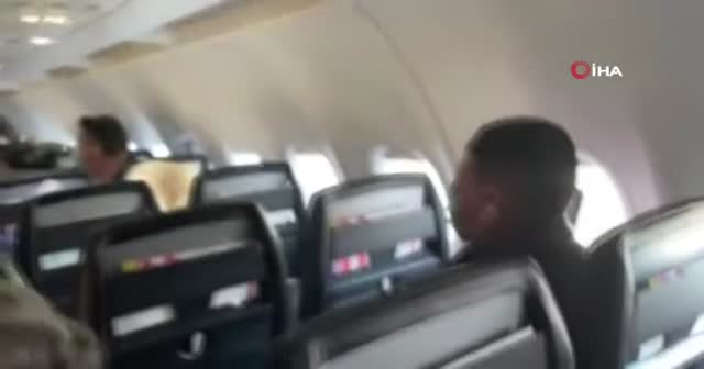 Kalkışa hazırlanan uçağın motoru alev aldı