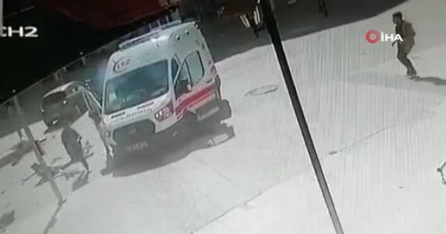 Kazaya şahit olan 2 genç ölümden saniyelerle kurtuldu