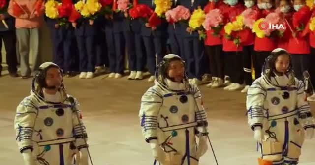 Çin, en uzun insanlı uzay görevi için Shenzhou-13'ü fırlattı