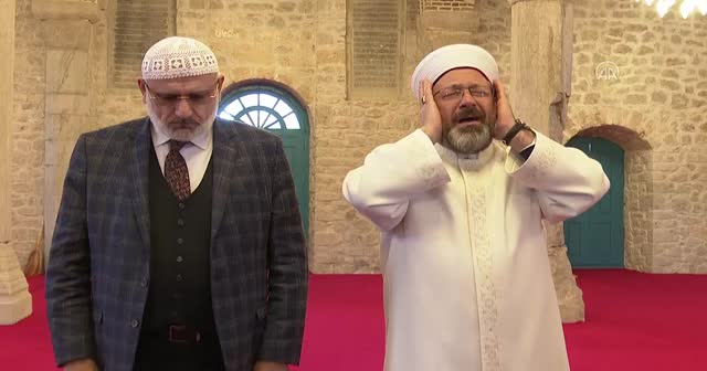 Diyanet İşleri Başkanı Erbaş, Şuşa'da ezan okudu
