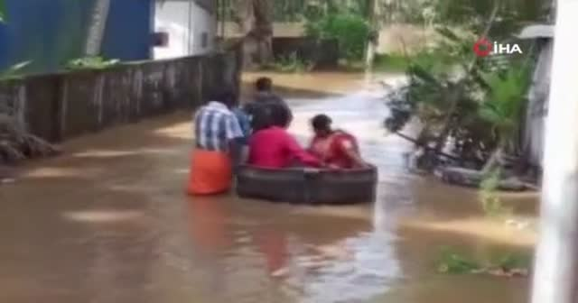 Hindistan'da sel felaketi düğüne engel olamadı
