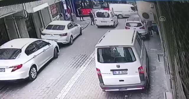 Zeytinburnu'ndaki tramvay kazası kamerada