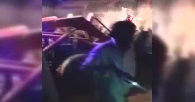 Pakistan'da yolcu otobüsü üst geçitten düştü: 7 ölü 28 yaralı