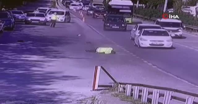 Trafik polisi böyle sürüklendi